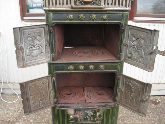 antiker etagen kachelofen ofen jugendstil gr n kamin. Black Bedroom Furniture Sets. Home Design Ideas